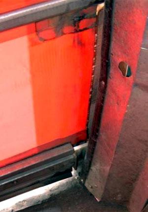 Скоростные ворота Конкурентов - отсутствие герметизации полотна в направляющих